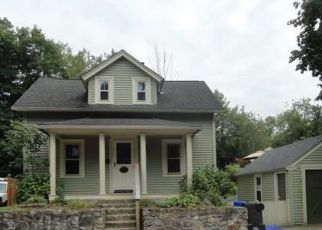 Foreclosed Home in West Warwick 02893 PHENIX AVE - Property ID: 4415891368