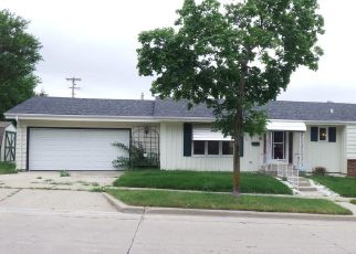 Foreclosed Home in Milwaukee 53221 W CARPENTER AVE - Property ID: 4416013120