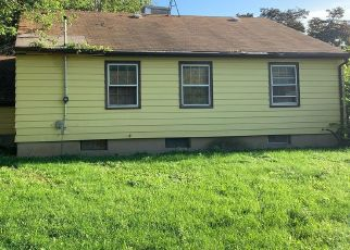 Foreclosed Home in Milwaukee 53221 W BIRCHWOOD AVE - Property ID: 4416020580