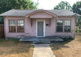 Foreclosed Home in Luling 78648 W AUSTIN ST - Property ID: 4416095470