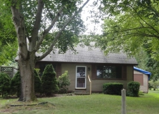 Foreclosed Home in Westerly 02891 WOODY HILL RD - Property ID: 4416202332