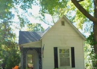 Foreclosed Home in Mount Vernon 62864 N JOHNSON AVE - Property ID: 4416555789