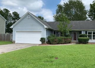 Foreclosed Home in Jacksonville 28540 FALL DR - Property ID: 4416921940