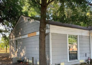 Foreclosed Home in Texarkana 75501 MACARTHUR AVE - Property ID: 4417007328