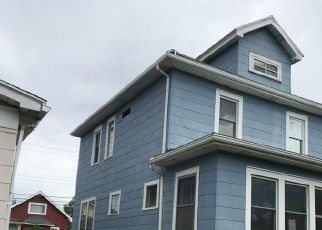 Foreclosed Home in Buffalo 14217 W HAZELTINE AVE - Property ID: 4417153620