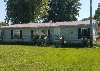 Foreclosed Home in Crossville 62827 FIRST ST - Property ID: 4417300333