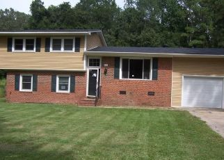 Foreclosed Home in Spring Lake 28390 DOLPHIN ST - Property ID: 4417432164