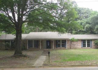 Foreclosed Home in Tyler 75701 CLOVERDALE DR - Property ID: 4417832925