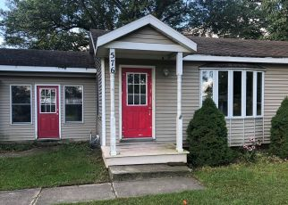 Foreclosed Home in Holland 49424 PINECREST ST - Property ID: 4418038768
