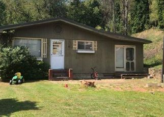 Foreclosed Home in Martin 41649 DINWOOD RD - Property ID: 4418103585