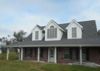Foreclosed Home in Rockport 78382 DEER RUN LN - Property ID: 4418385645