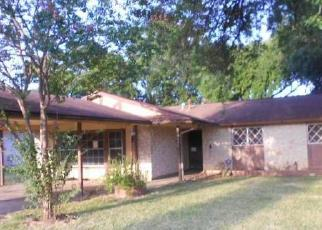 Foreclosed Home in San Antonio 78239 GLEN BREEZE - Property ID: 4419357499
