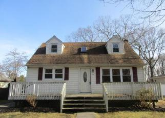 Foreclosed Home in Mastic Beach 11951 CHURCH DR - Property ID: 4419689939