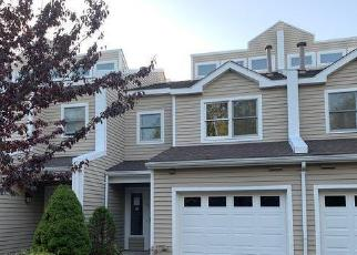 Foreclosed Home in Portsmouth 02871 ROLLING HILL RD - Property ID: 4419777518