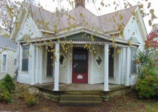Foreclosed Home in Shelbyville 40065 7TH ST - Property ID: 4420392878