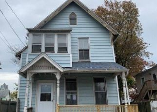 Foreclosed Home in Bridgeport 06608 HAYES ST - Property ID: 4421427811