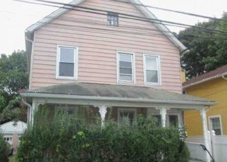 Foreclosed Home in Bridgeport 06605 CROWTHER AVE - Property ID: 4421532928