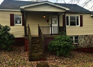 Foreclosed Home in Beckley 25801 GLENN AVE - Property ID: 4421623580