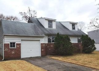 Foreclosed Home in Bay Shore 11706 HYMAN AVE - Property ID: 4421845634