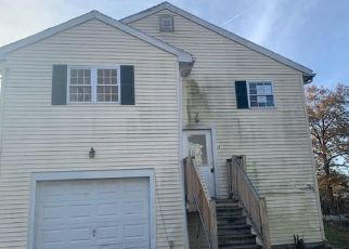 Foreclosed Home in Bridgeport 06606 ROBERT ST - Property ID: 4421933669