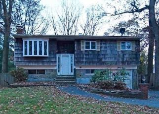 Foreclosed Home in Greenlawn 11740 BROWNING DR - Property ID: 4422039211