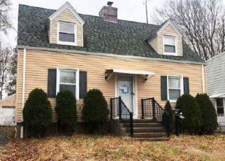 Foreclosed Home in Stratford 06614 NOBLE ST - Property ID: 4422040979