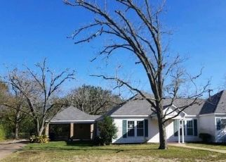 Foreclosed Home in Hempstead 77445 14TH ST - Property ID: 4422340995