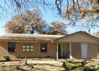 Foreclosed Home in Azle 76020 GORDON DR - Property ID: 4422370320