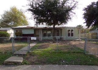 Foreclosed Home in San Antonio 78228 LARK - Property ID: 4422376453