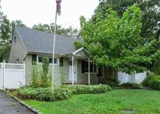 Foreclosed Home in Bay Shore 11706 REILLY ST - Property ID: 4422438203