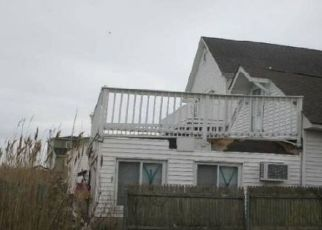 Foreclosed Home in Lindenhurst 11757 ARCTIC ST - Property ID: 4422441722