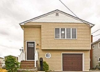 Foreclosed Home in Lindenhurst 11757 BEACH ST - Property ID: 4422442143