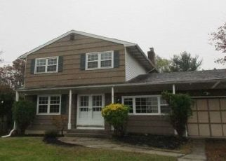 Foreclosed Home in Bay Shore 11706 REX CT - Property ID: 4422452669