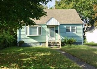 Foreclosed Home in Bridgeport 06606 ROBIN ST - Property ID: 4422455738