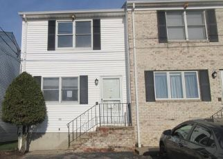 Foreclosed Home in North Providence 02911 IRIS LN - Property ID: 4422625217