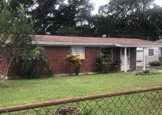 Foreclosed Home in Lakeland 33801 ELLERBE WAY - Property ID: 4422691805