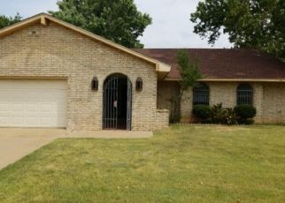 Foreclosed Home in Duncan 73533 WAVERLY DR - Property ID: 4422878372