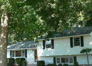 Foreclosed Home in Wallingford 06492 BLAKESLEE RD - Property ID: 4423111375