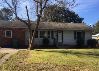 Foreclosed Home in Gulfport 39507 WASHINGTON AVE - Property ID: 4423336947