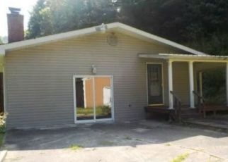 Foreclosed Home in Mousie 41839 MARTIN BRANCH RD - Property ID: 4423834922