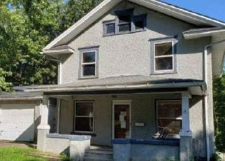 Foreclosed Home in Clinton 52732 CAROLINE AVE - Property ID: 4423952730