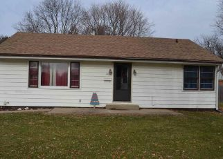 Foreclosed Home in Mason City 62664 W PINE ST - Property ID: 4424020610