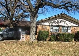 Foreclosed Home in Euless 76040 GREENBRIAR DR - Property ID: 4424083234