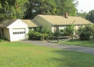 Foreclosed Home in Trumbull 06611 LAURIE RD - Property ID: 4424179597