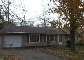 Foreclosed Home in Brookfield 06804 MIST HILL DR - Property ID: 4424189672