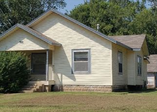 Foreclosed Home in Winfield 67156 ELIZABETH ST - Property ID: 4425442720