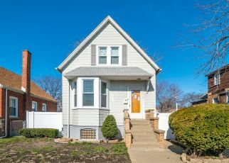 Foreclosed Home in Chicago 60617 S AVENUE G - Property ID: 4425494387