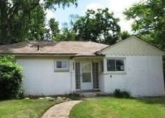 Foreclosed Home in Detroit 48227 WOODMONT AVE - Property ID: 4426682167