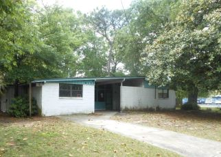 Foreclosed Home in Jacksonville 32221 LA MARNE DR - Property ID: 4426761452