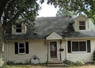 Foreclosed Home in Medford 02155 COBB ST - Property ID: 4426867894